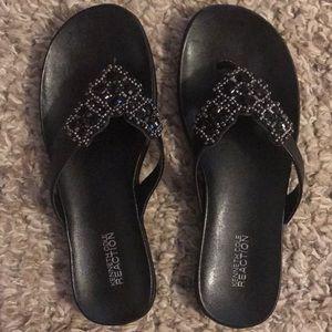🎉💕❤️ Kenneth Cole black flip flops size 8 🎉🎉